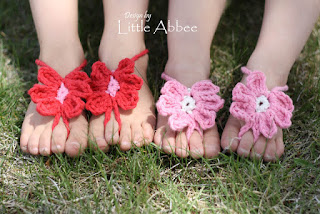 http://littleabbeepatterns.blogspot.com/2012/05/tutorial-toe-flower-sandal.html