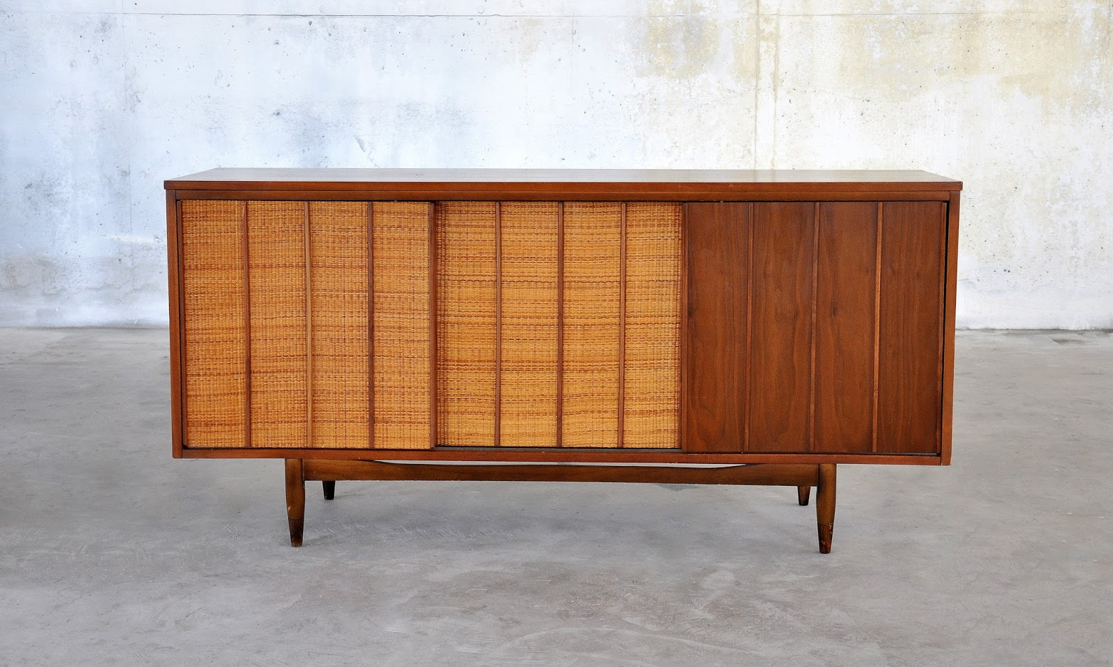 select modern mid century modern credenza bar buffet or. Black Bedroom Furniture Sets. Home Design Ideas