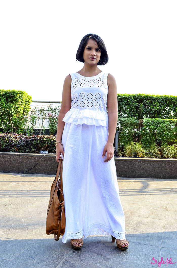 Style File fashion blogger Dayle Pereira wears an eyelet peplum crop top and linen palazzo pants with a tan tote bag, tan clogs a charm bracelet and a leaf hairband at Lakme Fashion Week