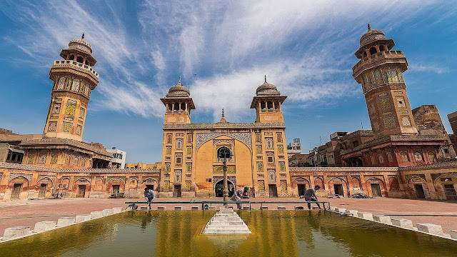 WAZIR KHAN MOSQUE BUILT AND HISTORY
