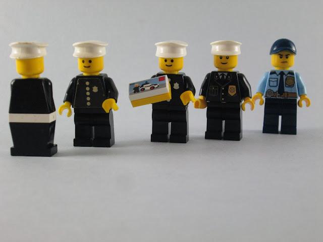 Evolução dos minifigs LEGO Polícias nos últimos 40 anos.