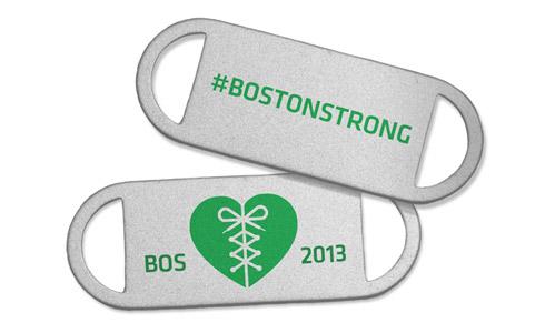 23a26ef009666 Mais uma marca que se junta no apoio às vítimas da Maratona de Boston. A  Saucony criou uma medalha