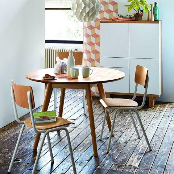 Scandimagdeco le blog s 39 amuser d pareiller ses chaises for Bureau qui ne prend pas de place