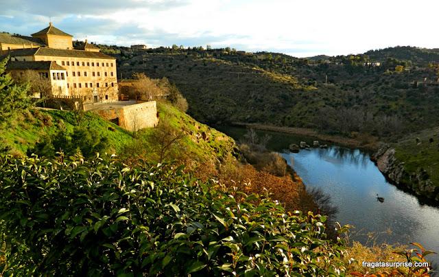 Rio Tajo (Tejo) visto de um mirante na Judería de Toledo, Espanha