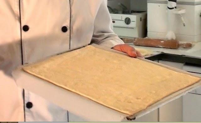 masa de hojaldre en la cocina de la abuela