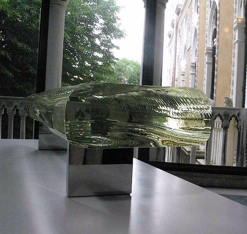 Tokujin Yoshioka glass art, a photo of a large slab of glass end view
