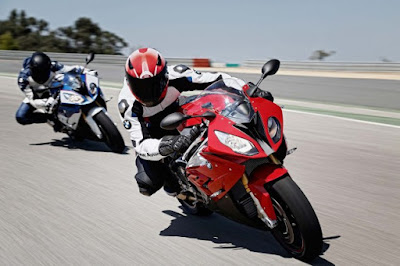 BMW S1000RR in Reacing Track
