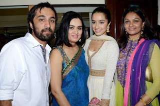 Padmini Kolhapure Family Husband Son Daughter Father Mother Marriage Photos Biography Profile.