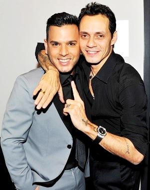 Foto de Tito El Bambino feliz  junto a Marc Anthony