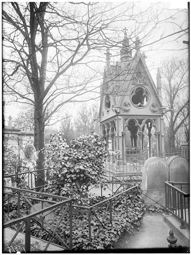 Tumba de Abelardo y Eloísa en Père-Lachaise, París. Fotografía de Eugène Atget