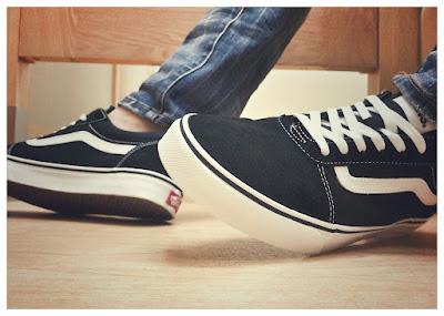 sepatu vans kasual