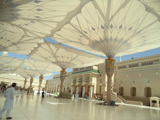 foto masjid nabawi, madinah, arab saudi