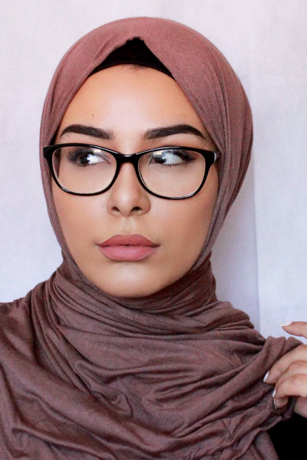 Cewek IGO Jilbab Kacamata a casablanca