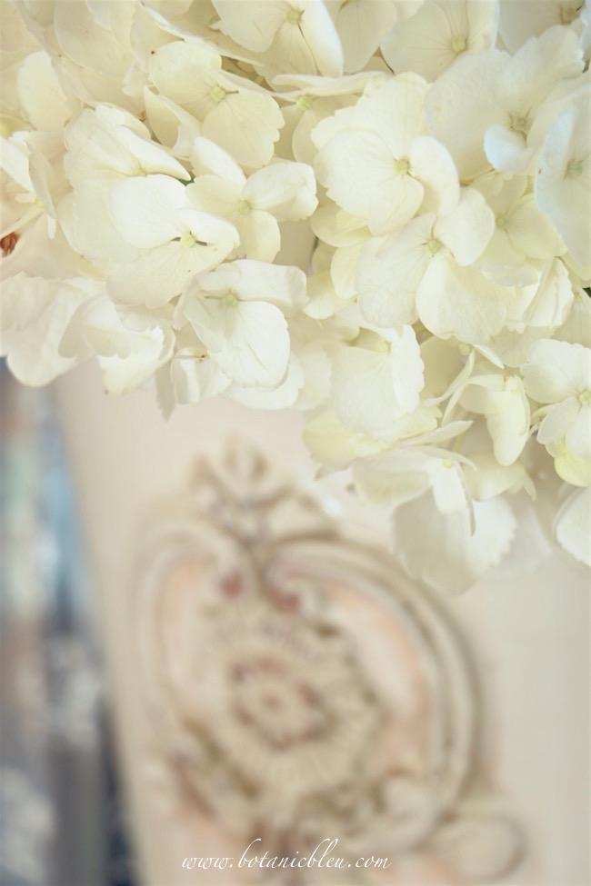 white-hydrangea-french-design-ceramic-pot