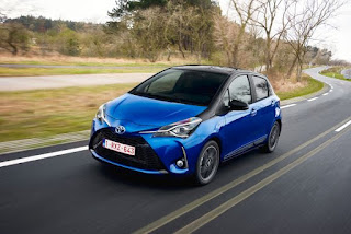 Toyota Yaris Hybrid Blue Dynamic