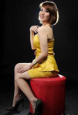 Foto Model-Model Cantik Indonesia Tercantik cantal Della Concetta Model Igo Cantik Terbaru Pose Menantang paha mulus