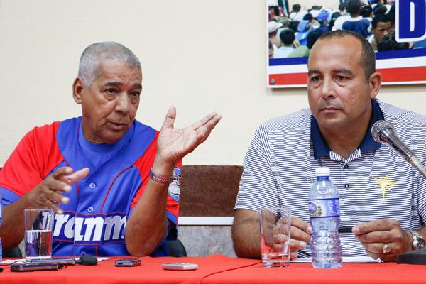 Yovani Aragón, director en funciones de la Comisión Nacional de Béisbol, conversó con la prensa