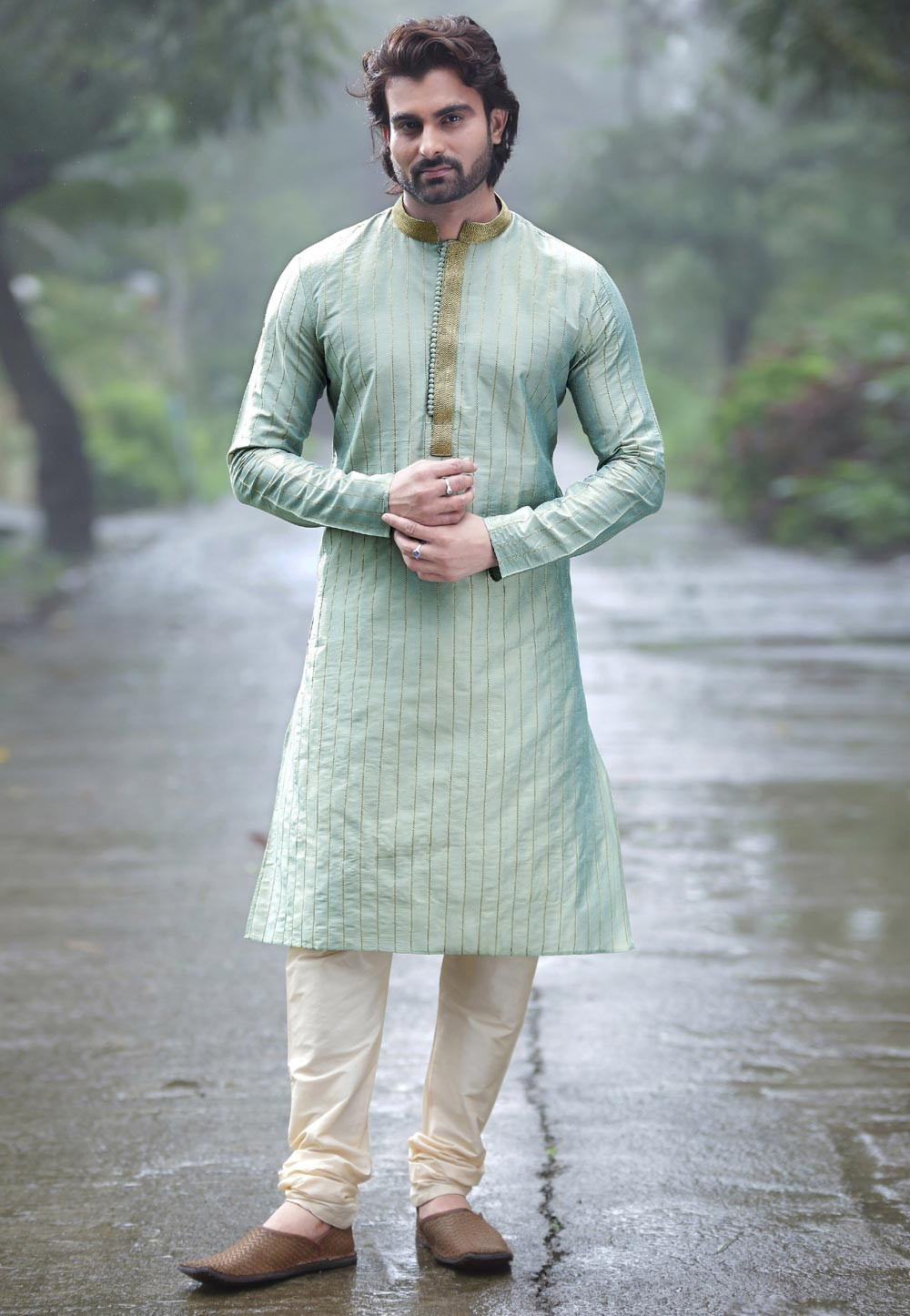 4dd62fdf3a Basically, when you Buy designer sherwani it is the long type of tunics  which are best to wear along with the fashionable Kurtas and the Pajama.