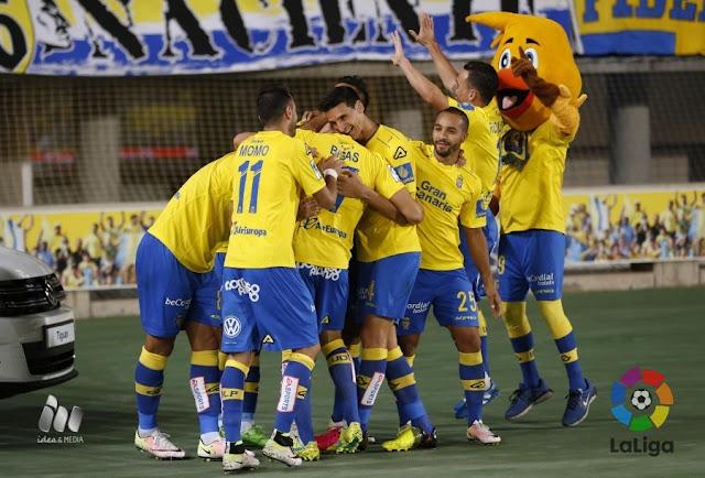 Los jugadores de UD Las Palmas celebran un gol