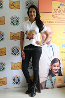 Actress Priya Anand in T Shirt with Students of Shiksha Movement Events 21.jpg