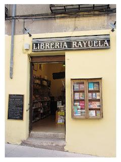 Entrada de la librería Rayuela