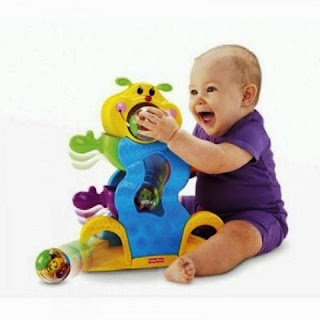 Gambar bayi lucu bermain