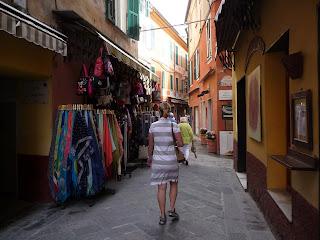 Alassio Altstadt, Blumenriviera, Ligurien, Italien: www.alassio.mobi/de/