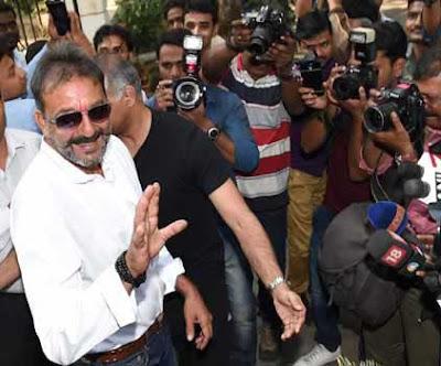 Sanjay Dutt, Yerwada Jail, 1993 Mumbai Blasts, Sanjay Dutt Walks out