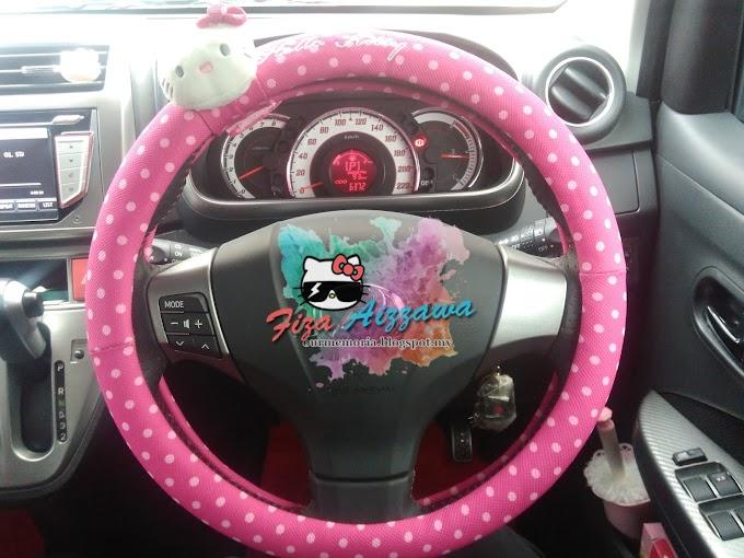 Hiasan dalaman kereta bertemakan Hello Kitty