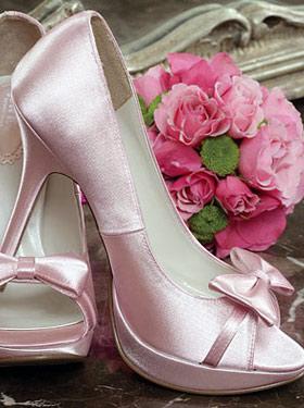 3148b05b0 Tudo, a cor do sapato combinando com o buquê e com a lapela do noivo! Super  gracioso e delicado, não acham?!?