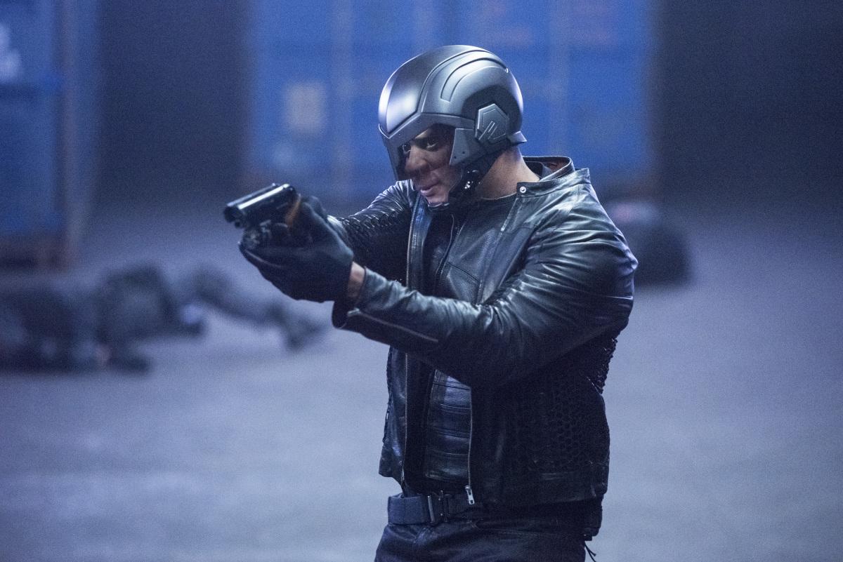 Diggle en una escena del capitulo 5x19 de Arrow