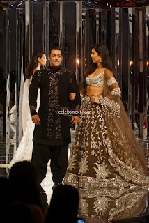 Katirna Kaif with Salman Khan Looking stunning in a Deep neck Cholil Exclusive Pics