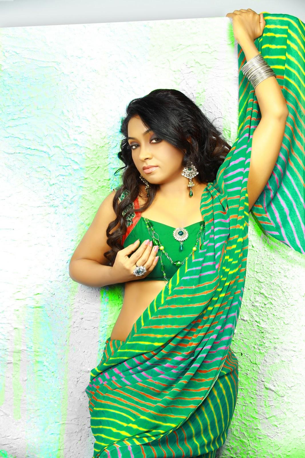Slicypics Indian Actress Tamanna Bhatia Photos: Vaishali Spicy Green Saree Stills