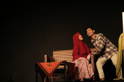 Teater Kopi Tampil Percaya Diri  Di Festival Teater Mahasiswa Se-Jatim