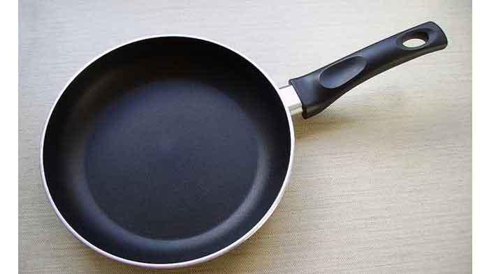 Tips Cara Mencuci Wajan Teflon Supaya Tetap Awet