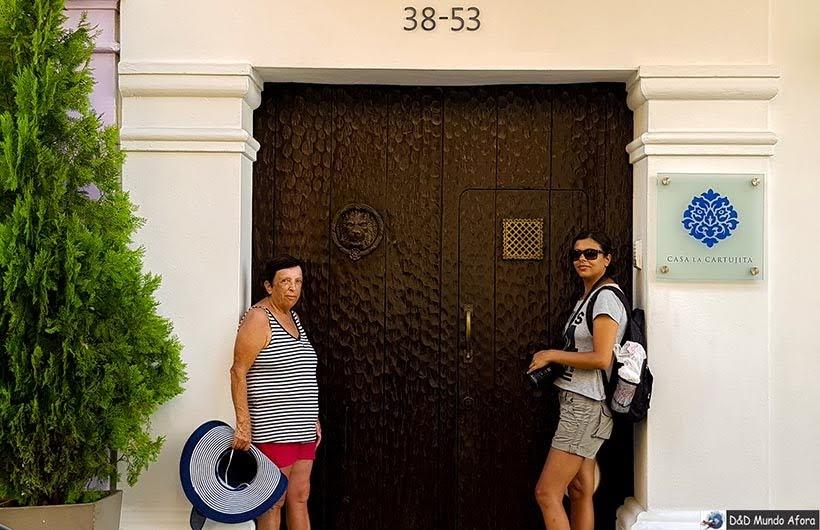 Aldrava de leão na porta histórica de Cartagena - O que fazer em Cartagena, Colômbia