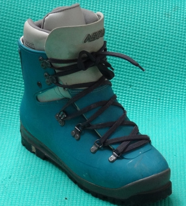 Leather Vs Plastic What Kind Of Mountaineering Boot Do