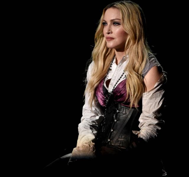 Madonna mostró el seno una fan menor de edad