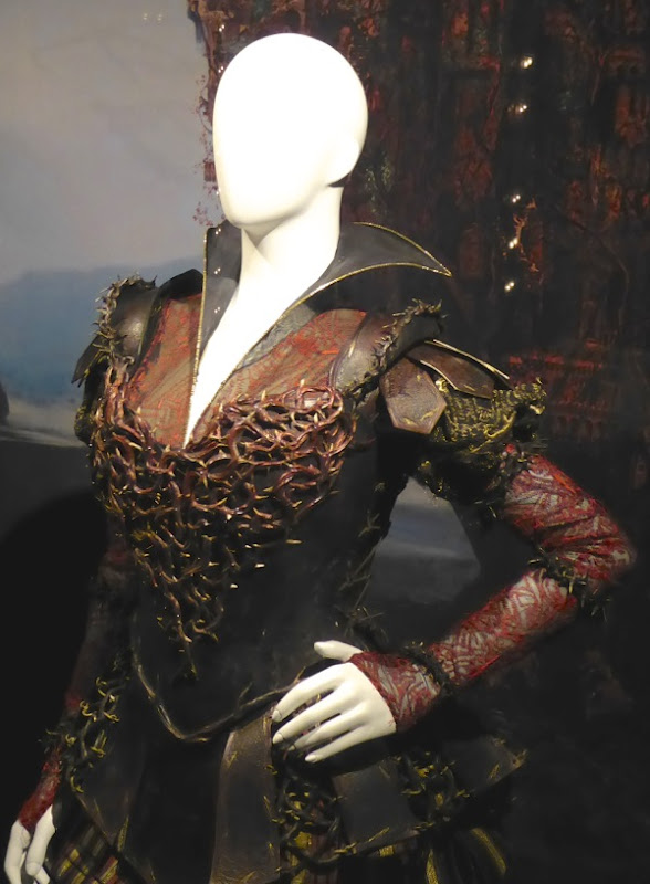 Red Queen armour costume Alice Through the Looking Glass