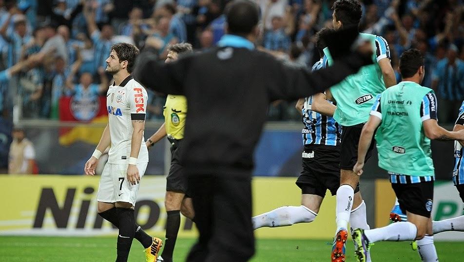 f932bec732 Nas penalidades deu Grêmio