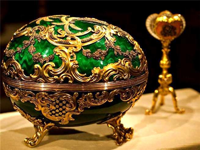 Foto de um Ovo de Fabergé - Fechado com Navio dentro