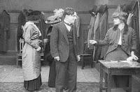 "Кадр из фильма Чарли Чаплина ""Танго-путаница"" (1914) - 3"