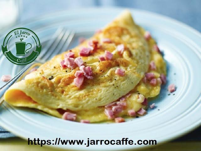 Omelette con verdeo relleno de jamón