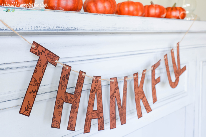 Free Printable Thankful Banner | Sweet and simple banner for fall decor.