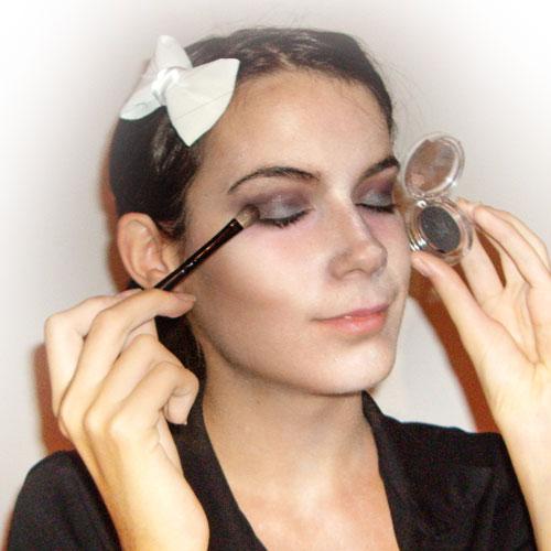 maquillaje de zombie mujer paso 4 monika sanchez