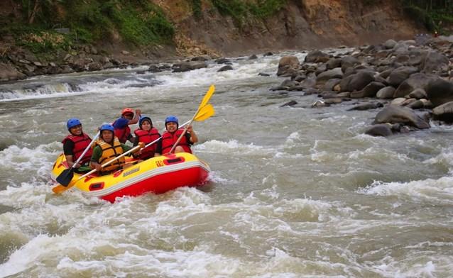 Rafting di Sungai Citatih Sukabumi Jawa barat