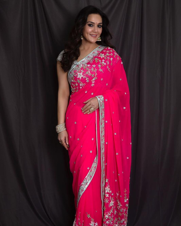 Download Preity Zinta HOT Saree Photos, preity zinta, preity zinta Bollywood actress