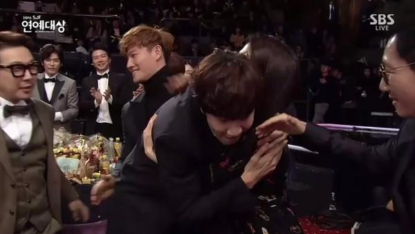 李光洙奪下大獎! 爆哭致謝《RM》:這7年,我很幸福