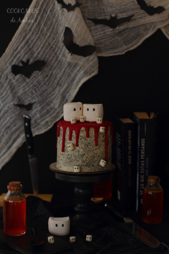 Halloween Red Velvet Drip Cake (Natural Remolacha)