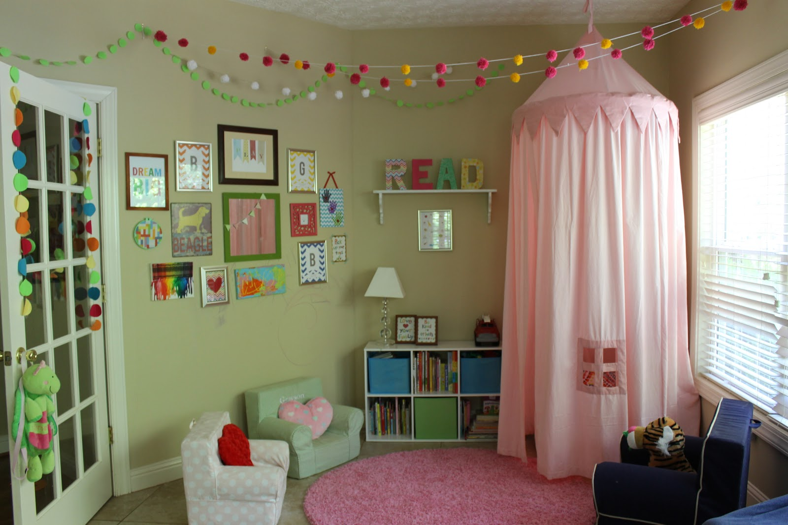 goat lulu playroom reading nook. Black Bedroom Furniture Sets. Home Design Ideas